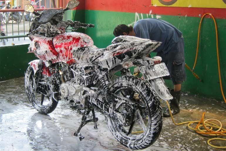 Peluang Usaha Cuci Mobil dan Motor Masa Kini